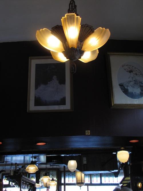 L'art de déguster un croissant-brunch à la Croissanterie Figaro