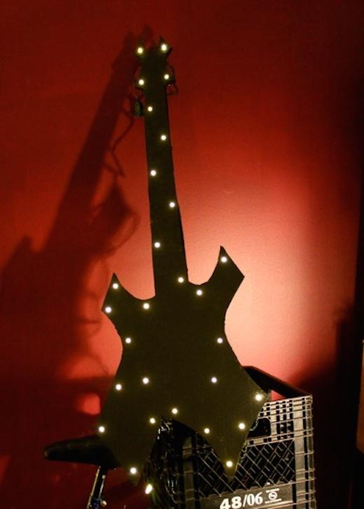 guitare-carton-lumineuse-final