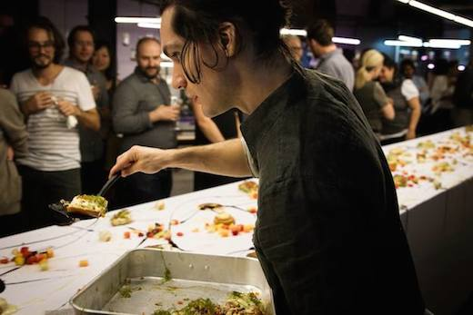 In The Mouth : un « trip » gastronomique éblouissant et chaotique au Centre Phi