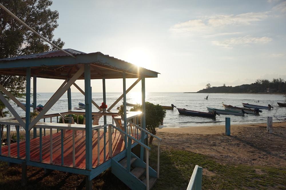 waikiki treasure beach jamaique