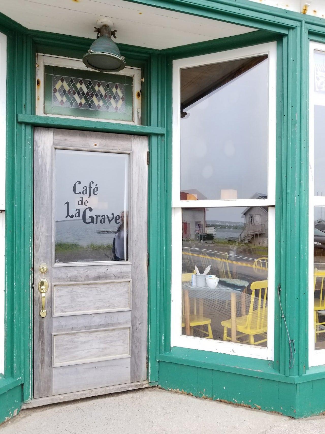 Les Iles de la Madeleine le cafe de la grave 1-min