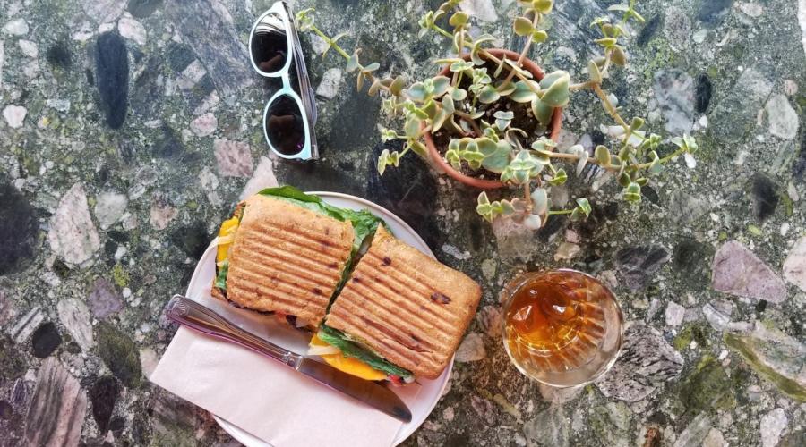Trois brunchs, trois quartiers #33 : SSENSE Café, Café Saint-Henri Quartier Général et Banc public